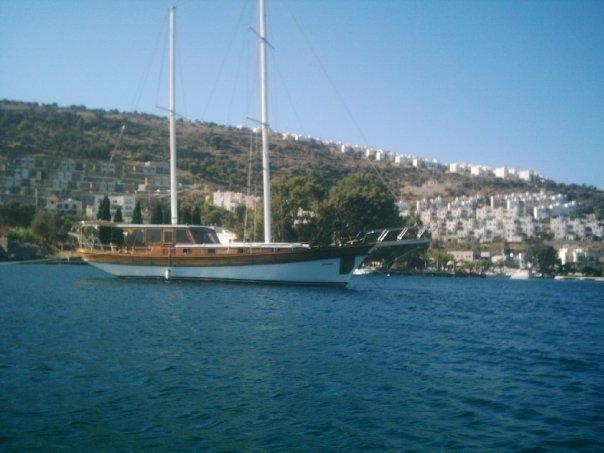 Muhabbet isimli Bodrum tipi ahşap gulet teknenin görüntüsü
