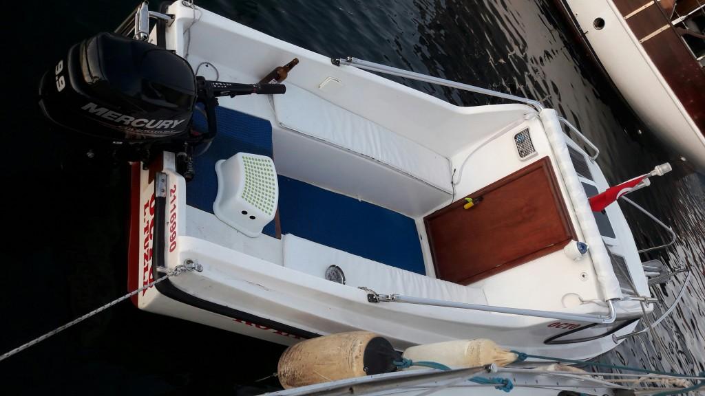 Tekne Artık Pırıl Pırıl Denizde
